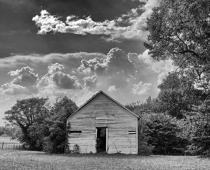 zachmurzone niebo nad satra stodola