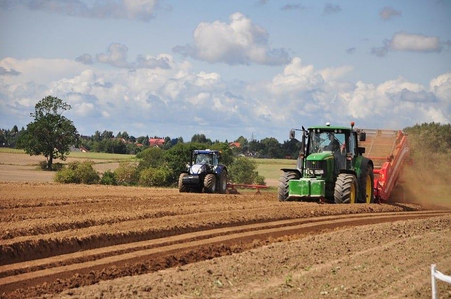 pole i traktory